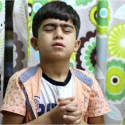praying-refugee