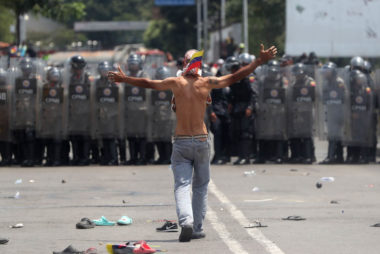 Venezuelan police clash with demonstrators on border bridge with Colombia